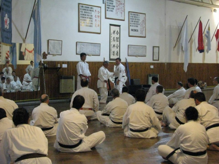 Argentina 2014-demonstrating at class