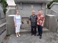 2014 With Makino San at Taba Sensei's grave site